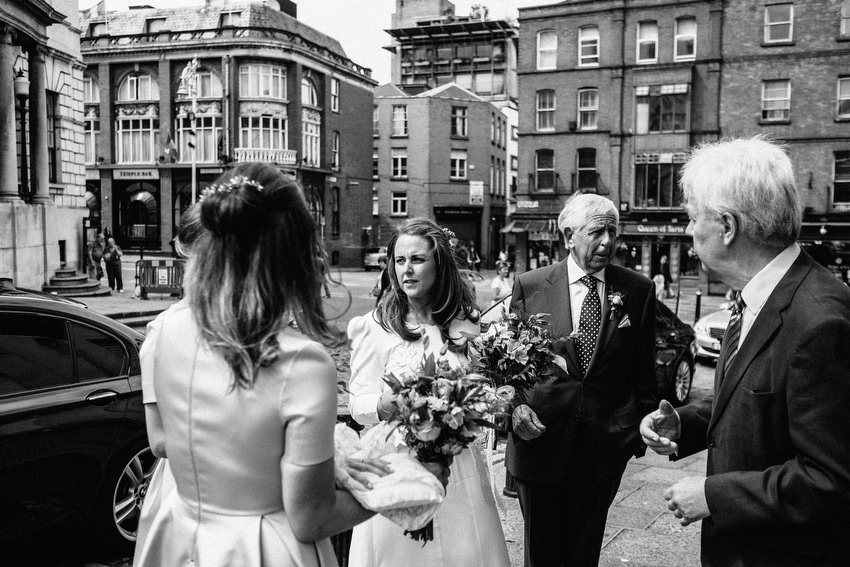 bride and father arriving at dublin city hall with brian whiteside